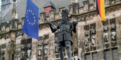 Kaiser Karl vor dem Aachener Rathaus